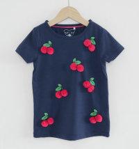 Majica s motivom trešanja i pompomima